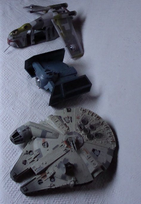 Photo 5 - Le faucon Millenium, le Tie-Fighter de Vador et un transporteur d'assaut pour clone-troopers.