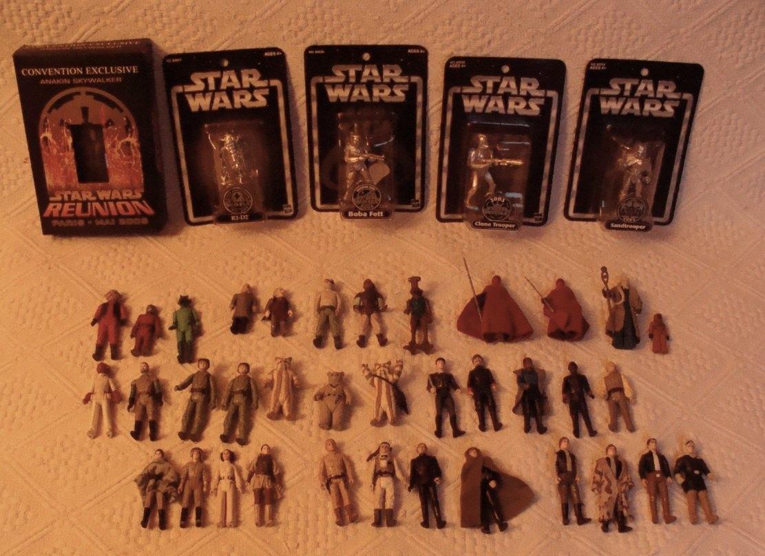 Photo 9 - Une série de vieilles figurines, la plupart datant de la sortie des films de la première trilogie.