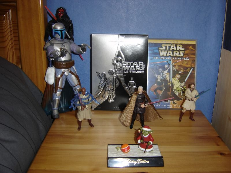 Photo 2 - quelques figurines et les DVD