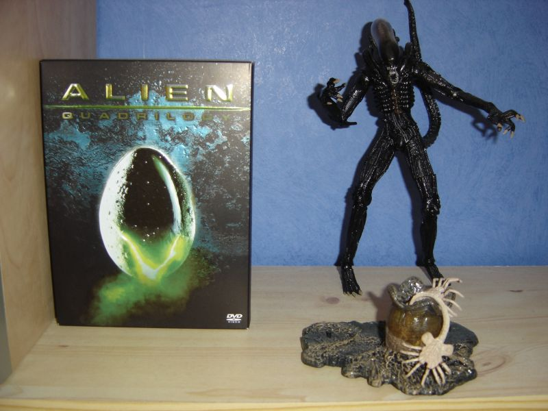 Photo 9 - figurine Alien et DVD