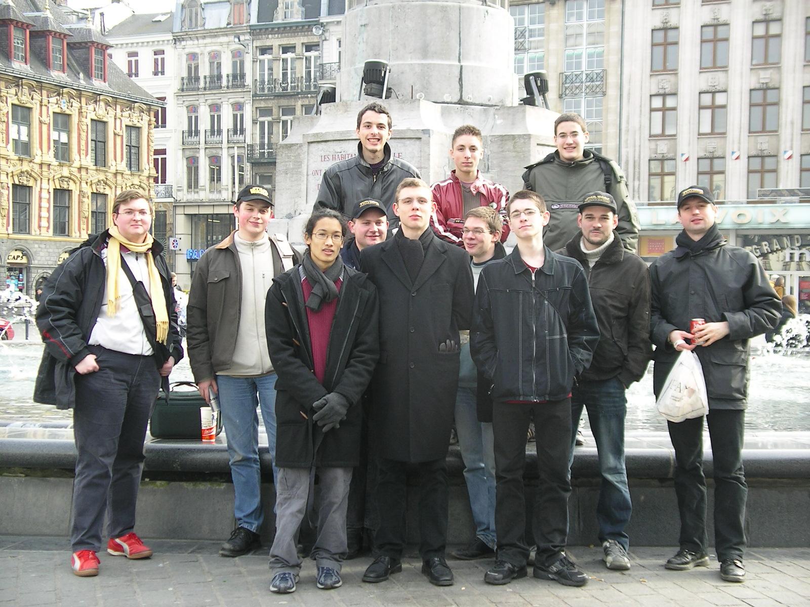 Photo 1 - La fontaine de la Grand Place, lieu de rendez vous... tout le monde est la !