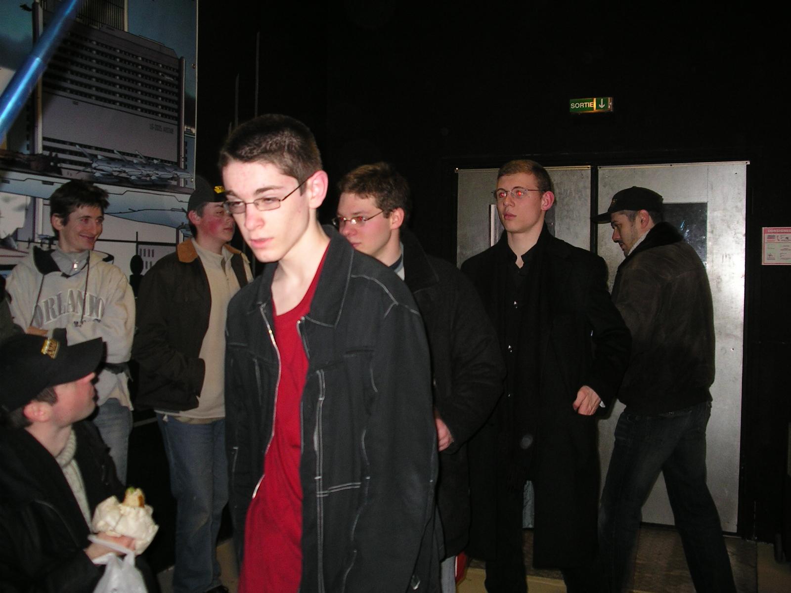 Photo 2 - Lasergame... avant. Tout le monde se prépare !