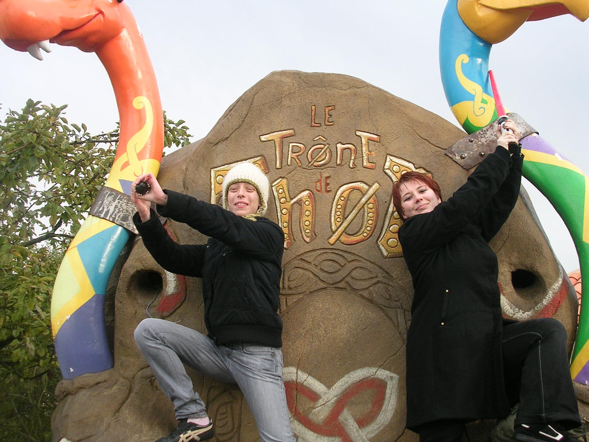 Photo 26 - Mara et Ange règlent un petit différent...