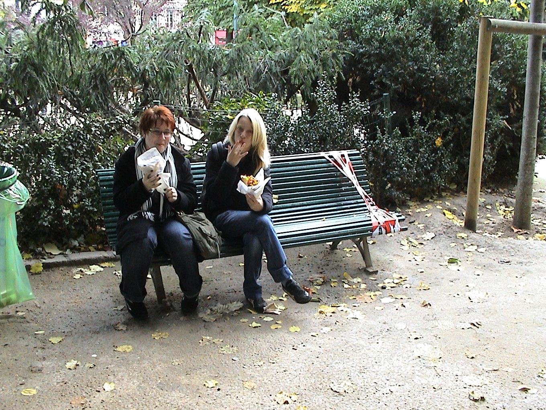 Photo 57 - Ange et Mara sont sur un banc...