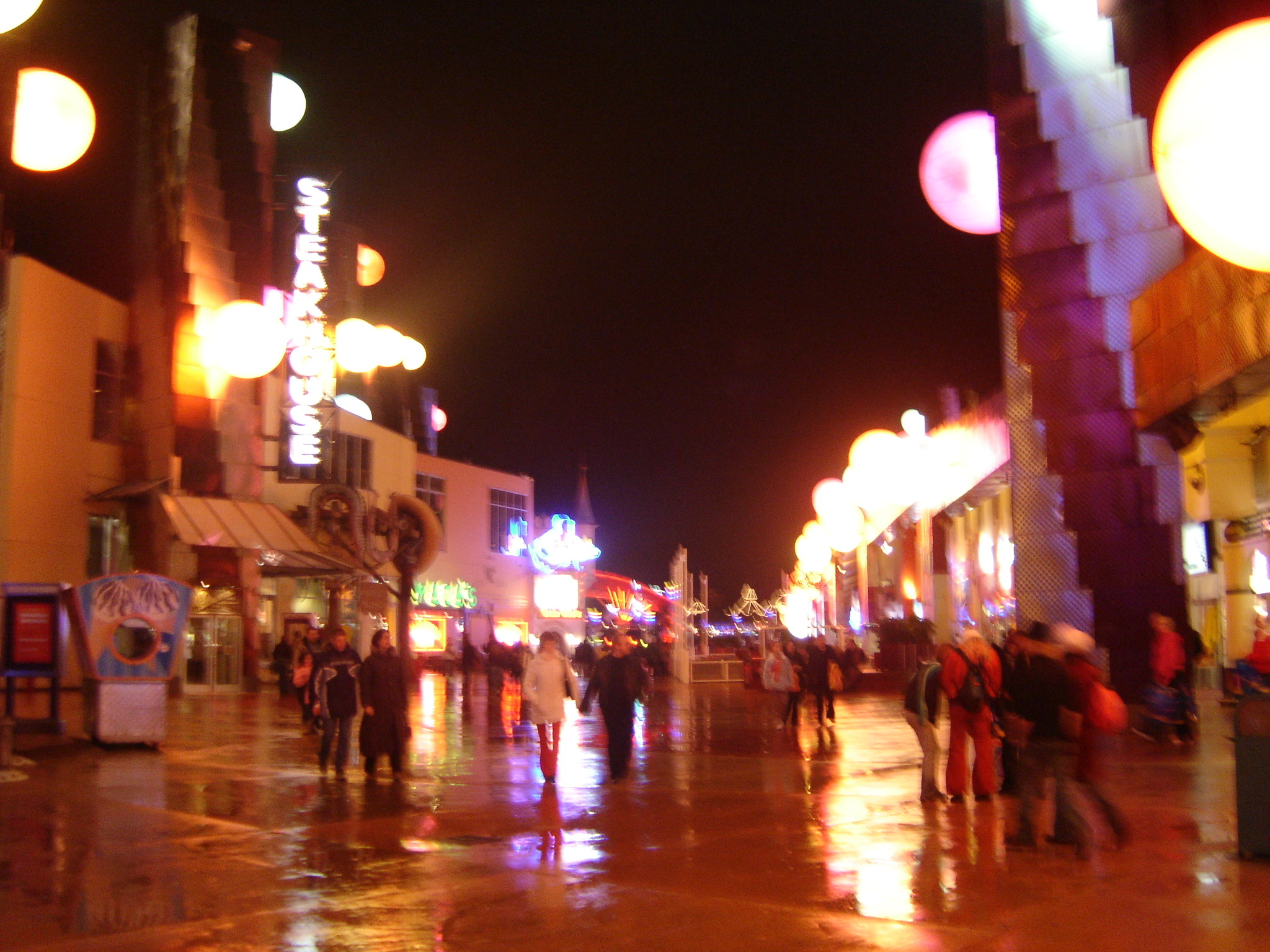 Photo 99 - Disney Village by night