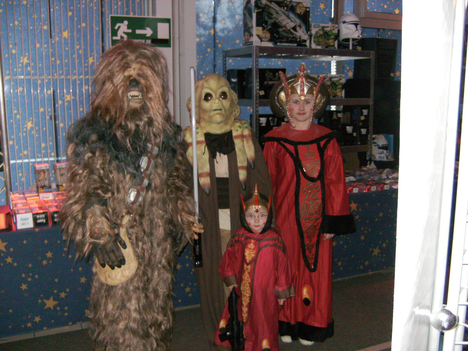 Photo 37 - Un Wookie, un Nautolan et 2 Reines Naboo.