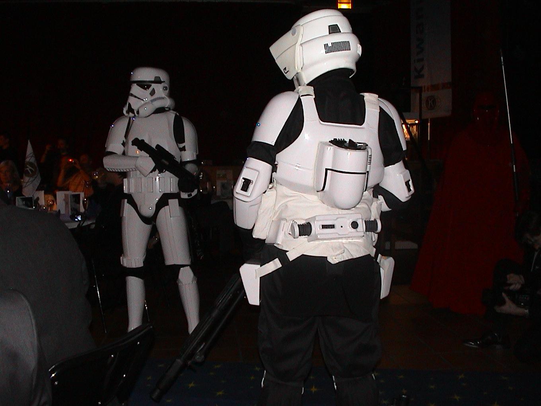 Photo 63 - L'Empire veuille sur le dîner.