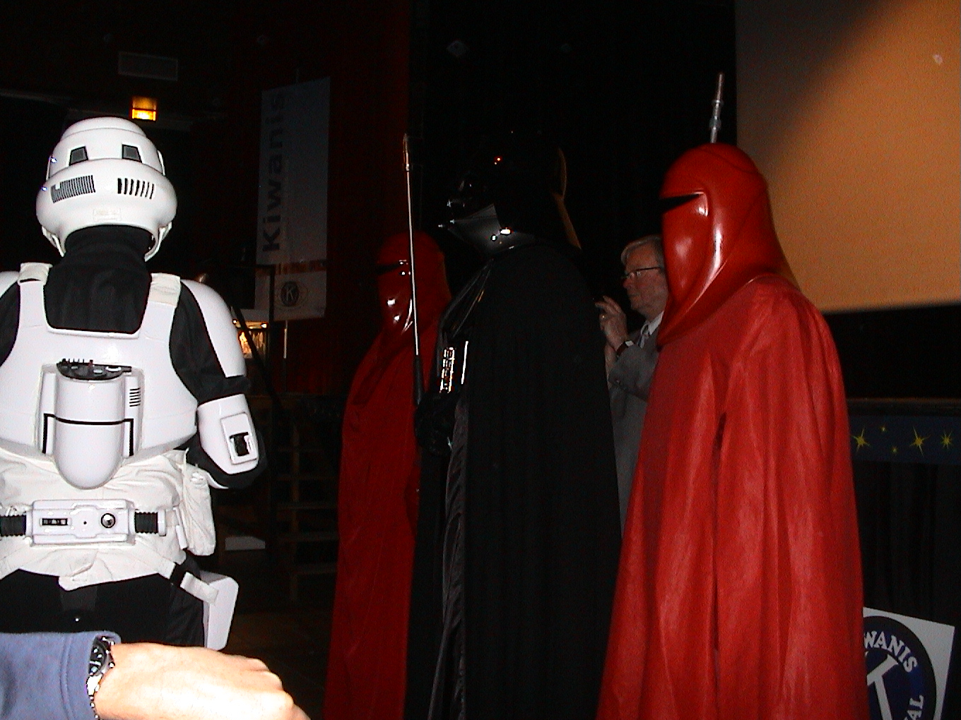 Photo 65 - Darth Vader supervise.