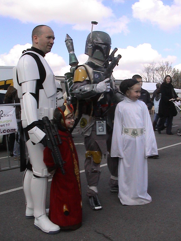 Photo 105 - Les enfants aiment les hommes en armure.