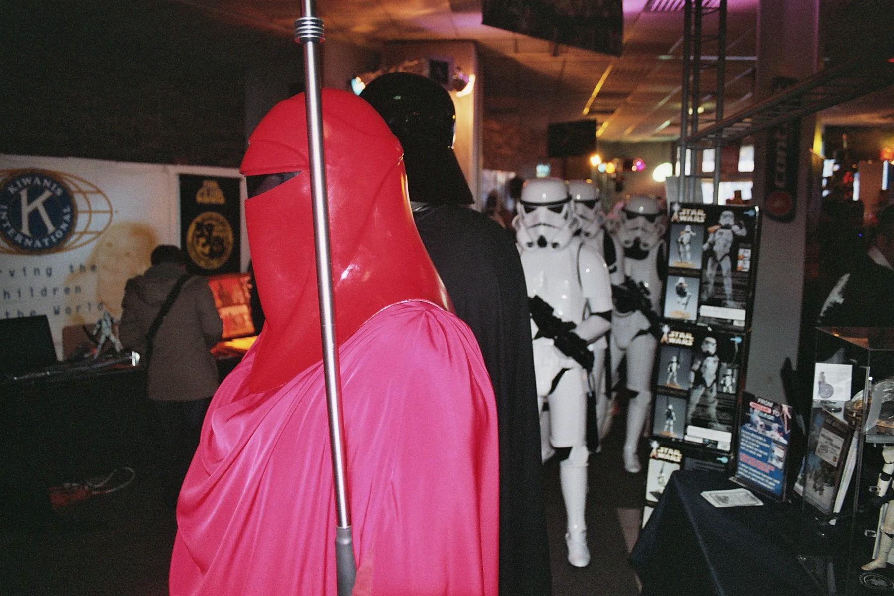 Photo 125 - Darth Vader arrive