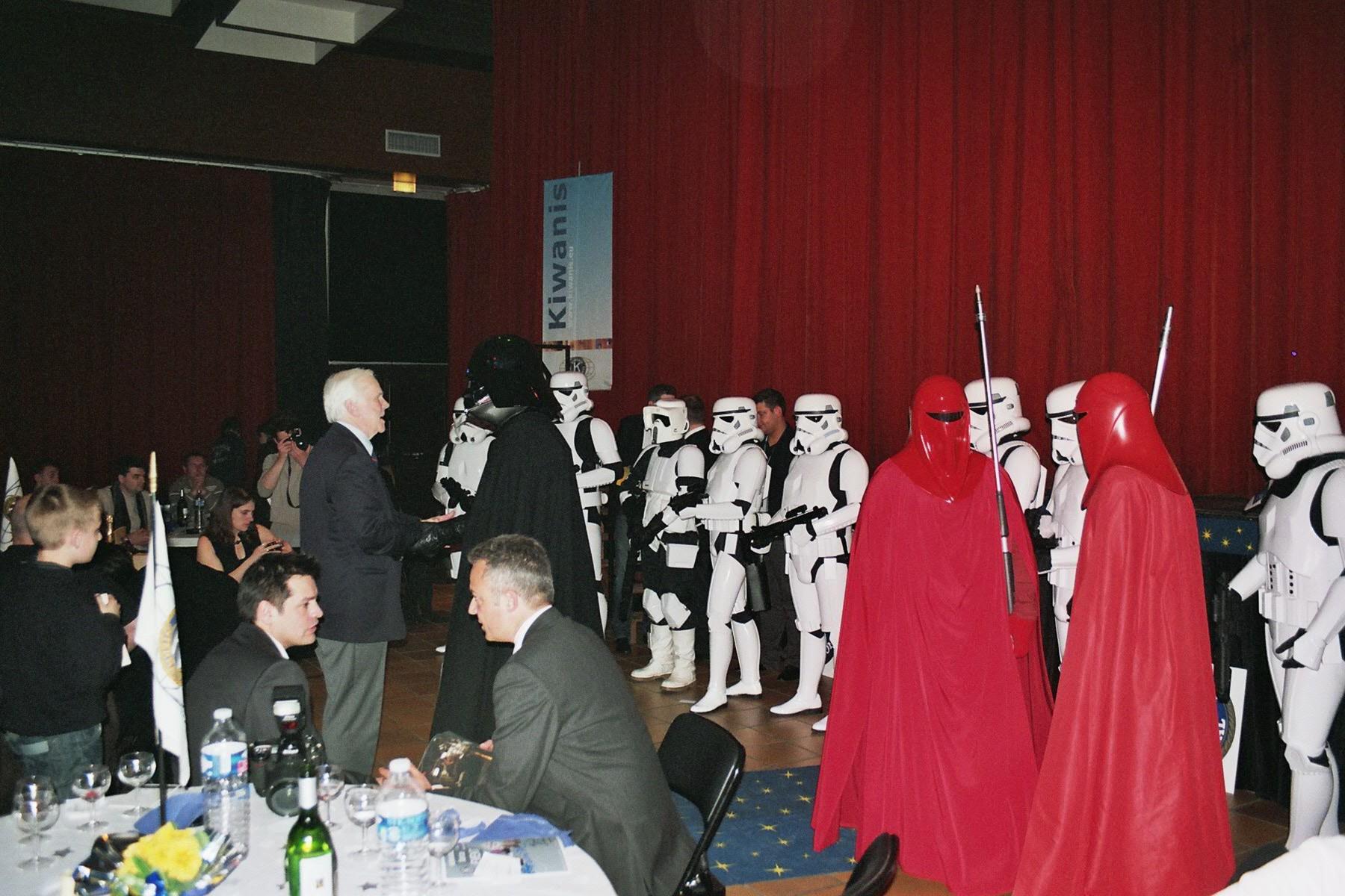 Photo 152 - Darth Vader s'entretient avec Jeremy Bulloch (Boba Fett)
