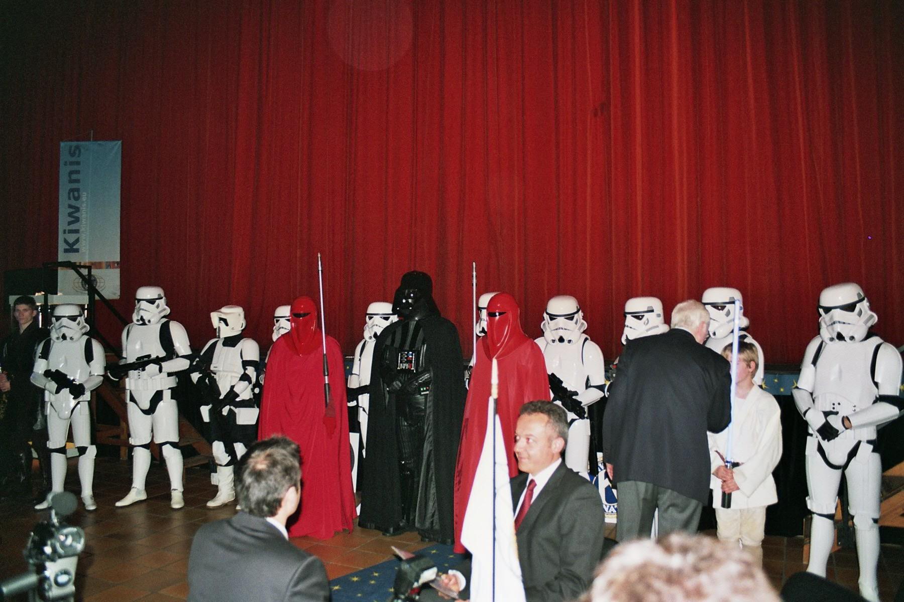 Photo 153 - L'Empire rend hommage