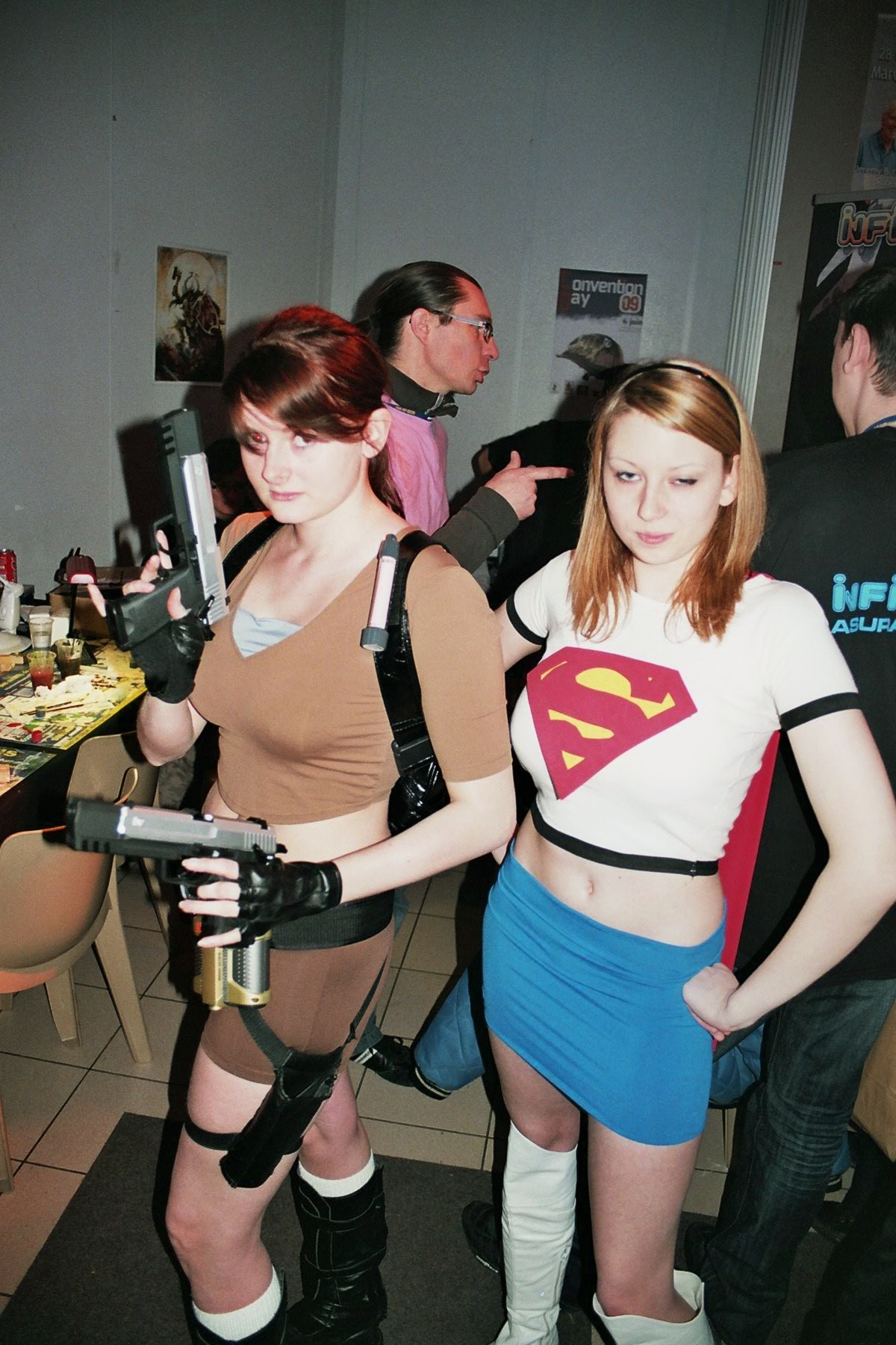Photo 172 - Lara Croft et Super Girl