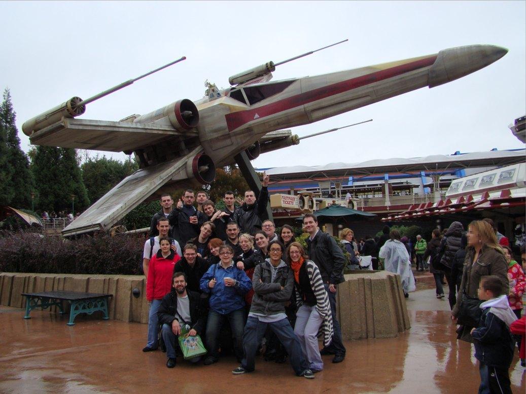 Photo 144 - Tous les fans devant le Xwing!