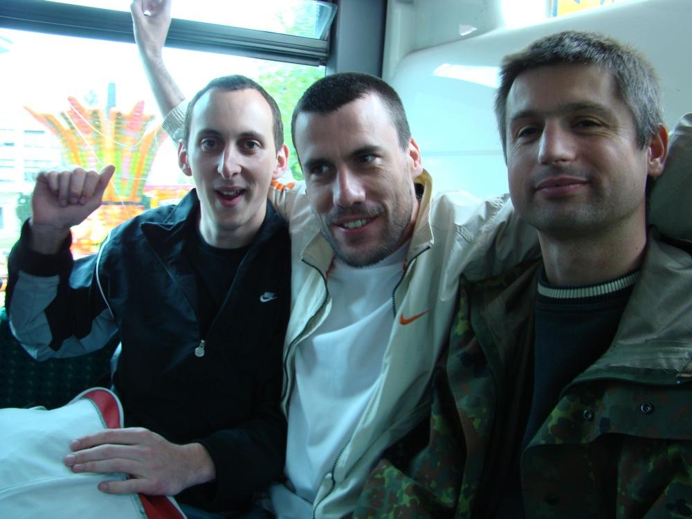 Photo 17 - Alpha13, Joruus29, et Kardass dans le bus