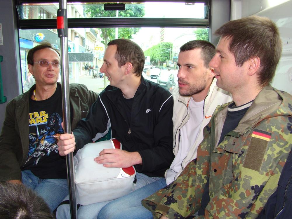 Photo 18 - darkalin, Alpha13, Joruus29 et Kardass dans le bus