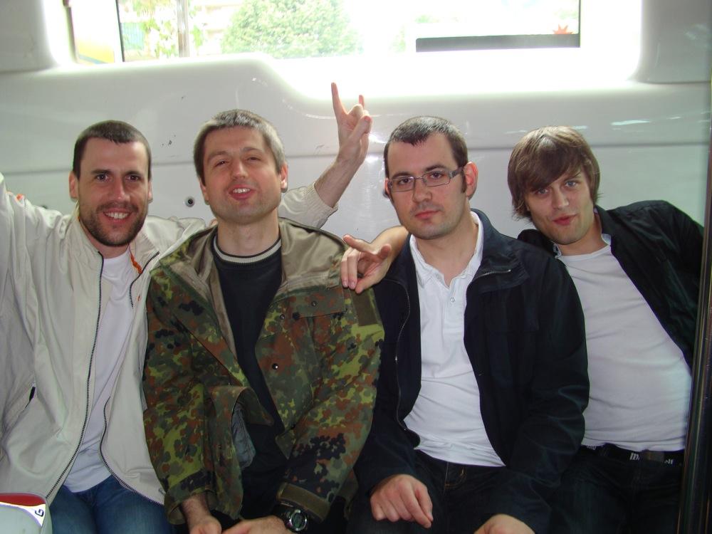 Photo 21 - Joruus29, Kardass, boba.fett7 et anakin07 dans le bus