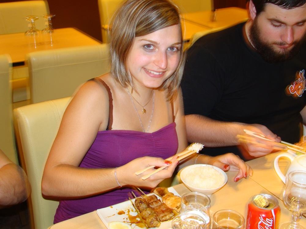 Photo 104 - La maiko jenna-malyo sait se servir de ses baguettes!
